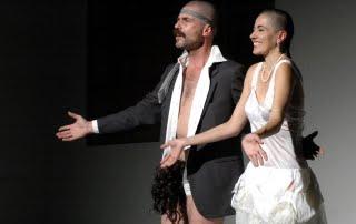 """R. Castello e A. Moretti in """"Stanze"""", foto di Alessandro Botticelli (2005)"""